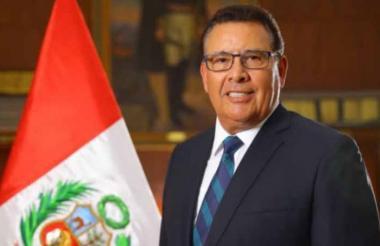 José Huerta, quien era ministro de Defensa de Perú.