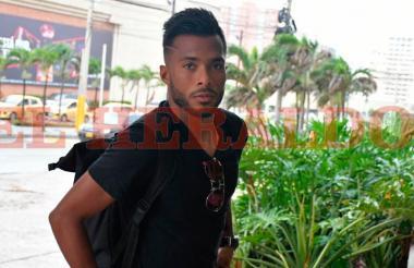 Luis 'Cariaco' González llegando al hotel Dann Carlton de Barranquilla.