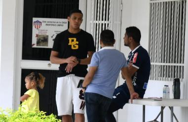 Luis Fernando Muriel, Luis Carlos Ruiz y Héctor Fabio Báez en la sede de Junior en Sabanilla.