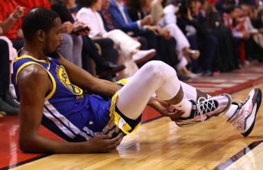 Kevin Durant cuando se lesionó con los Warriors.