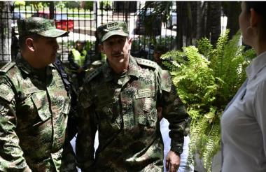E, general Nicacio Martínez en su visita en la capital del Atlántico para un reconocimiento de la Asociación Colombiana de Oficiales Retirados de las Fuerzas Militares, Acore.