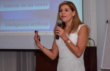 Liliana Carreño Vargas en su intervención en el Foro de Líderes TI.