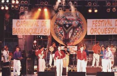 El Grupo Raíces en su presentación en el Festival de Orquestas en 1990.