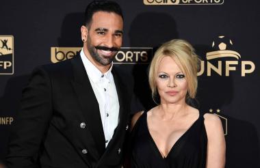 Adil Rami y Pamela Anderson.