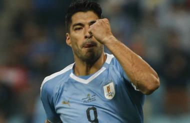 Luis Suárez celebrando un gol con Uruguay.