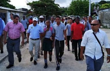 El alcalde (e) Pedrito Pereira en su recorrido por cuatro corregimientos de Cartagena.