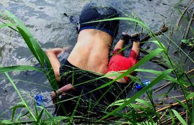 Un hombre salvadoreño y su hija de casi dos años murieron ahogados tratando de cruzar el río Bravo.