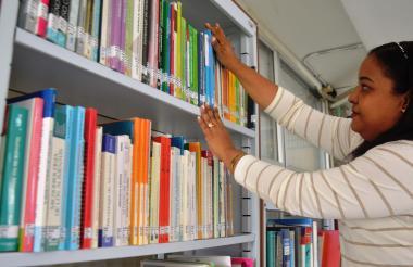 Cherils Ortiz trabaja como bibliotecaria, una actividad que le ha permitido desarrollar las 'Bibliocasas'.