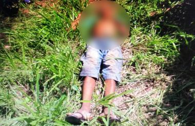 El cuerpo del occiso fue encontrado en un potrero con una herida en la frente.
