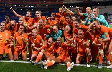 Las holandesas festejando.
