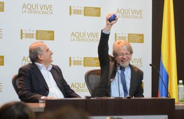 Antanas Mockus se mostró feliz durante la rueda de prensa que ofreció.