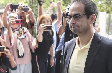 Riza Aziz es hijastro del ex primer ministro malasio Najib Aziz, quien se vio envuelto en el escándalo por lavado de dinero y corrupción.