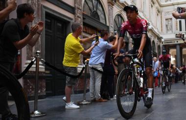 El ciclista colombiano Egan Berrnal durante la presentación de su equipo Ineos, uno de los más fuertes.