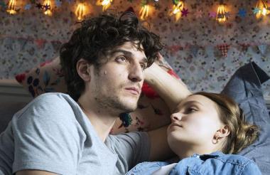 El actor y director Louis Garrel junto a Lily-Rose en ‹Un hombre fiel› .