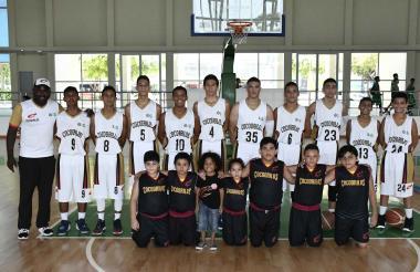 Los integrantes del club de baloncesto Cocodrilos.