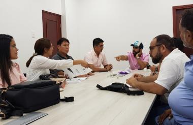 Un grupo de ediles durante una reunión en la que discutieron varios proyectos.