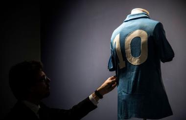 La camiseta de Diego Maradona en el Napoli.