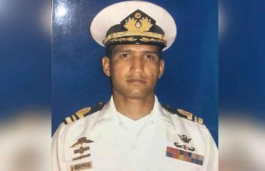 El capitán de corbeta Rafael Acosta Arévalo, fallecido.