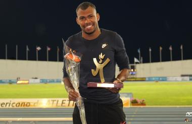 Zambrano ganó los 400 metros planos en el Meeting Iberoamericano de  Huelva.
