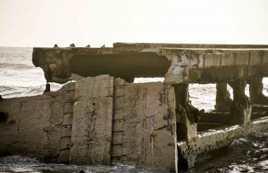 Vista de una parte de la estructura demolida del Muelle de Puerto Colombia.