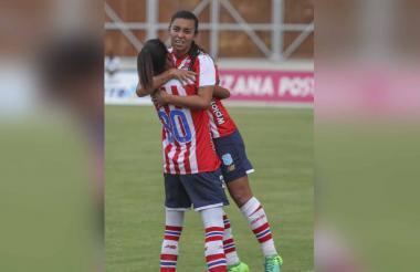 Yoreli celebrando su gol.