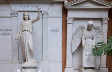 Las dos tumbas que abrieron en el cementerio teutónico dentro del Vaticano, para el caso Orlandi.
