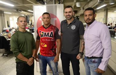 Jair Rojas, Gabriel 'Tanaka' Quintero, el brasilero Alex Leme y Roy Mathews, presidente de la Liga de Jiu-jitsu.