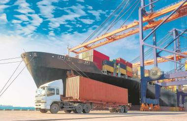 El transporte es uno de los motores importantes de la economía del país.