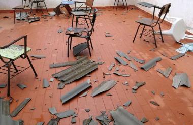 Así quedó el interior de las aulas tras las lluvias acompañadas de vientos fuertes.