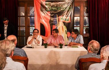 De izq a der: Adolfo Meisel, rector de la Uninorte; Eduardo Moreno, director de la Asociación por Amor a Barranquilla y el ex vicepresidente Gustavo Bell.