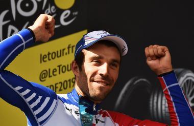 Pinot celebra en el podio, tras ganar la etapa 15.
