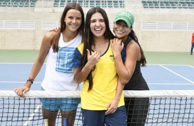 Las tenistas de la Selección Colombia  Emiliana Arango, María Camilia Osorio y María Fernanda  Herazo sonrientes ayer en el Parque Distrital de Raquetas.
