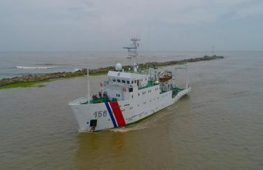 Buque 'Malpelo' ingresando al canal de acceso al Puerto de Barranquilla