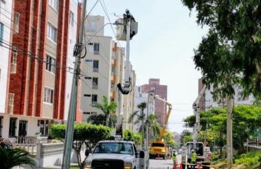 Trabajos de instalación de redes eléctricas en la calle 94 entre carreras 53 y 56, en los  circuitos Buenavista y Altamira.