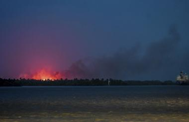 Fotografía tomada en el mes de junio, durante uno de los incendios más fuertes que se ha registrado en el Vía Parque Isla Salamanca.