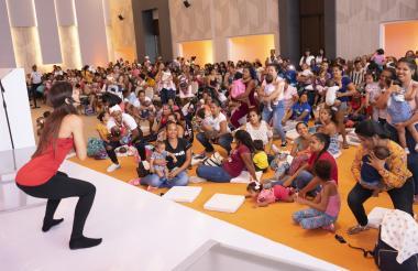 Las mamás disfrutaron de una jornada de yoga a cargo de Laura Gómez.