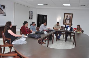 En la reunión protocolar se establecieron los ejes programáticos, la importancia del diplomado para formar abogados con una mejor visión del Derecho y la pertinencia en estos momentos de postconflicto en el país.
