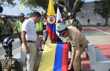 El alcalde Carlos Silvera y autoridades militares.
