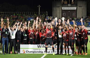 Los jugadores del Atlético Paranaense celebrando la conquista de la Copa Suruga Bank.
