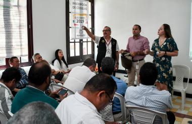 Funcionarios de la Registraduría en el sorteo de los tarjetones para Barranquilla.