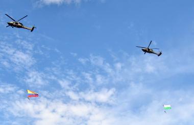 Los dos helicópteros de la Fuerza Aérea que participaron en la exhibición.