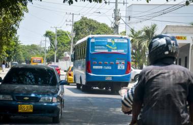 Un bus de Alianza Sodis transita por la calle 17.