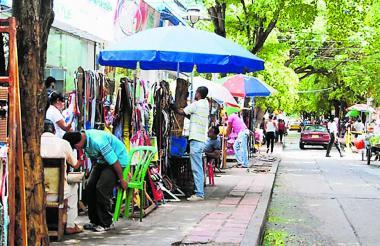Algunos negocios informales en Valledupar.