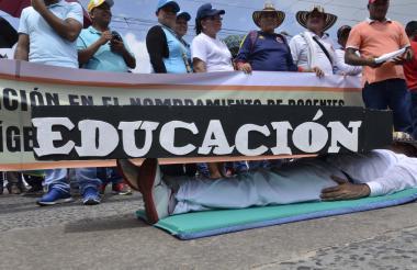 Los docentes durante la última marcha que hicieron.