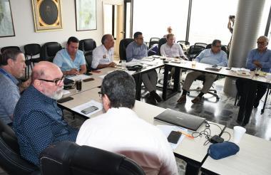 La Junta Directiva del Hospital Cari durante la reunión que se hizo la tarde de este viernes.