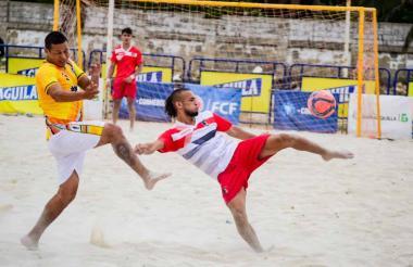 Hoy continúan las emociones del fútbol playa.