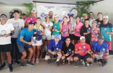 Los ganadores del certamen en el Country Club.