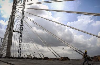 El nuevo puente Pumarejo en construcción.