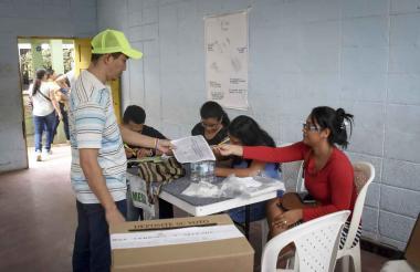 Imagen de jurados de votación de las pasadas elecciones legislativas.