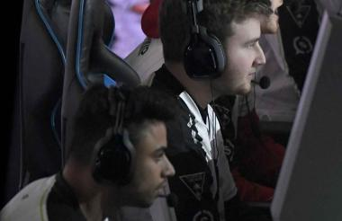 Los jugadores Brandon 'Dashy' Otell, Thomas 'THaLy' Haly y Seth 'Scump' Abner en acción.